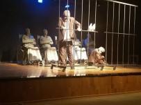 BİLİM ADAMI - Didimliler Usta Oyuncuları Sahnede İzledi