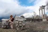 TURNE - Dünyaca Ünlü Gitarist Bergama'ya Hayran Kaldı