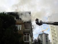BOSTANCı - Kadıköy'de 4 Katlı Binada Çıkan Yangın Paniğe Neden Oldu