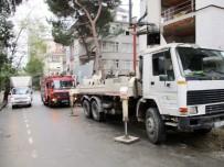 GÖZTEPE - Kadıköy'de Bir İşçinin Üzerine Beton Blok Devrildi