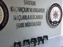 RUHSATSIZ SİLAH - Samsun'da Bir Otomobilde 7 Kaçak Tabanca Ele Geçti