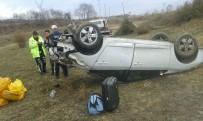 SULUCA - Tosya'da 2 Ayrı Trafik Kazasında 6 Kişi Yaralandı