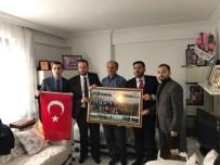ŞEHİT BABASI - AK Partili Gençlerden Şehit Öğretmenin Ailesine Ziyaret