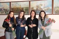 BAŞÖĞRETMEN - Başkan Özakcan 112 Okulda 3 Bin Öğretmene Karanfil Dağıttı