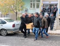 SAĞLIK EKİPLERİ - Emekli Öğretmen, Öğretmenler Günün'nde Oğlunu Öldürdü