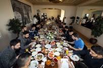 ÖNDER FIRAT - Fenerbahçeli Futbolcular Kahvaltıda Bir Araya Geldi