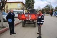 İhsaniye'de Traktör Römorklarına Reflektör Takılmaya Başlandı