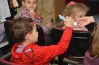 DİŞ HEKİMLERİ - İlkokul Öğrencilerine Diş Macunu Dağıtıldı