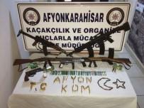 CEPHANELİK - Kalaşnikoflu Tefecilere Polisten Operasyon