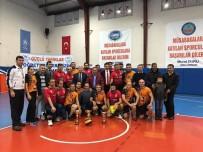 ŞEHİT ÜSTEĞMEN - Kaymakamlık Kupası'nı Ayhan Yıldırım Anadolu Lisesi Kazandı