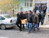 SAĞLIK EKİPLERİ - Öğretmenler Gününde, Emekli Öğretmen Oğlunu Öldürdü