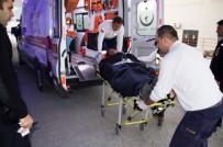 EĞİTİM MERKEZİ - Okul Önünde 2 Lise Öğrencisi Bıçaklandı