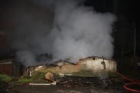 SEYRANTEPE - Seyrantepe'de Gecekondu Alev Alev Yandı