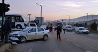 SAĞLIK EKİPLERİ - TIR İle Otomobil Çarpıştı Açıklaması 3 Yaralı