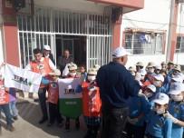 ÖĞRENCİLER - Yavru Tema Gönülleri Okul Çevresinde Çöp Topladı