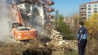 KAÇAK YAPI - Pursaklar'da Metruk Yapılar Yıkıldı