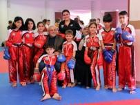 YAŞLI ÇİFT - 7 Torunuyla Beraber 10 Çocuğu Kick Boksa Götürüyor