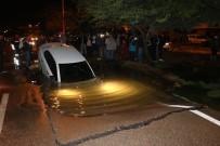 GÖLLER - Adana'da Su Borusu Patladı, Otomobil Yolda Oluşan Dev Çukura Düştü
