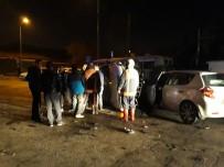 PLEVNE MAHALLESI - Ankara'da İki Otomobil Kafa Kafaya Çarpıştı Açıklaması 4 Yaralı