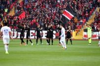 MEHMET ÖZCAN - Eskişehirsporlu Futbolculardan Tarihi Tepki