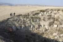 MEHMET KARACA - Köyde Oluşan Obruklar Vatandaşları Korkutuyor