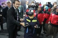 İTFAİYECİLER - Şalvarlı İtfaiyeciler Bilişim Fuarı'nda Çocuklar Gibi Eğlendi