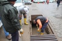 KÜÇÜKKÖY - Ayvalık'ta Yağmur Suyu Kanalları Kontrol Ediliyor