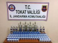 DEĞIRMENLI - Azeri Yolcunun Valizinden 180 Paket Sigara, 12 Litre İçki Çıktı