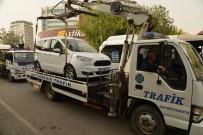 PARK YASAĞI - Diyarbakır'da Hatalı Park Eden Araçlar Çekildi
