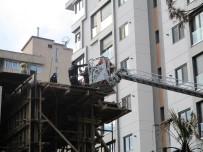 İTFAİYECİLER - Kadıköy'de Bir İnşaatta Beton Pompasının Kolu Koptu Açıklaması 1 Yaralı