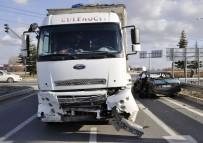 Kamyon İle Otomobil Çarpıştı Açıklaması 2 Yaralı