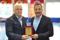 YALıNAYAK - Türkiye Hokey Federasyonu'ndan Başkan Tuna'ya Plaket