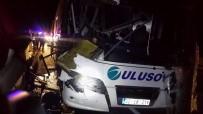 ŞELALE - Yolcu Otobüsü Seyir Halindeki Tıra Arkadan Çarptı; 14 Kişi Yaralandı