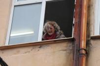 YANGIN TATBİKATI - Çaresizce Pencereden Çığlık Atarak Kurtarılmayı Bekledi