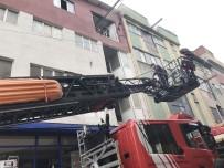 SEYRANTEPE - İşyerinde Çıkan Yangını Film İzler Gibi İzlediler