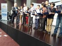 YURTTAŞ - Manisa Birincisi Öğrenci Ödülünü İstanbul'da Aldı