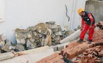 SAĞLIK GÖREVLİSİ - Milas'ta Yaşanan Göçükte Korkulan Olmadı