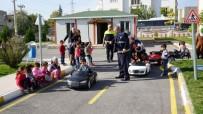 TRAFİK EĞİTİM PARKI - Öğrenciler Trafik Kurallarını Trafik Eğitim Parkında Öğreniyor