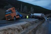 AKARYAKIT TANKERİ - Tanker İle Tır Çarpıştı Açıklaması 1 Yaralı
