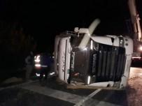SOYA FASULYESİ - Tır Devrildi Açıklaması Çanakkale-İzmir Karayolunda Trafik Kilitlendi