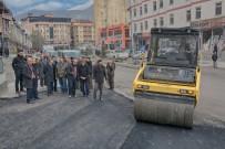 GAZİ MAHALLESİ - Hakkari'de Yol Asfaltlama Çalışması