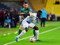MEHMET EKICI - İlk Yarı Fenerbahçe'nin Üstünlüğüyle Bitti