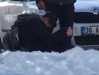 BUZ KÜTLESİ - Kars'ta başına buz kütlesi düşen liseli yaralandı