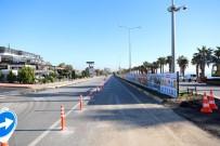 MİMARLAR ODASI - Konyaaltı Sahil Yolunun Güney Şeridi Trafiğe Kapatıldı