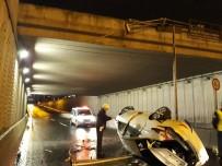 BAĞDAT CADDESI - Otomobil Köprülü Kavşaktan Alt Yola Düştü Açıklaması 2 Yaralı