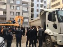 MEDINE - Siirt'te Tencere Tavalı İnşaat Protestosu