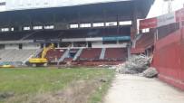 HÜSEYIN AVNI AKER STADı - Trabzonspor, Hüseyin Avni Aker Stadyumu'na Yıkım İçin İlk Kepçe Vuruldu