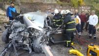 BOLU DAĞı - Bayan Sürücü Beton Mikserine Çarptı Kazada Sürücü Yaralandı