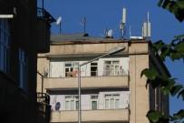 DİYARBAKIR EMNİYET MÜDÜRLÜĞÜ - Diyarbakır'da Çatışmada Açıklaması 1 Şehit, 9 Yaralı