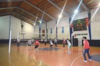 VOLEYBOL FEDERASYONU - Öğretmenler Günü Anısına Voleybol Turnuvası